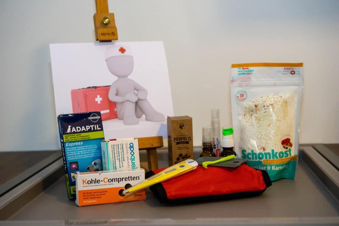 Notfallapotheke und Erste-Hilfe-Set