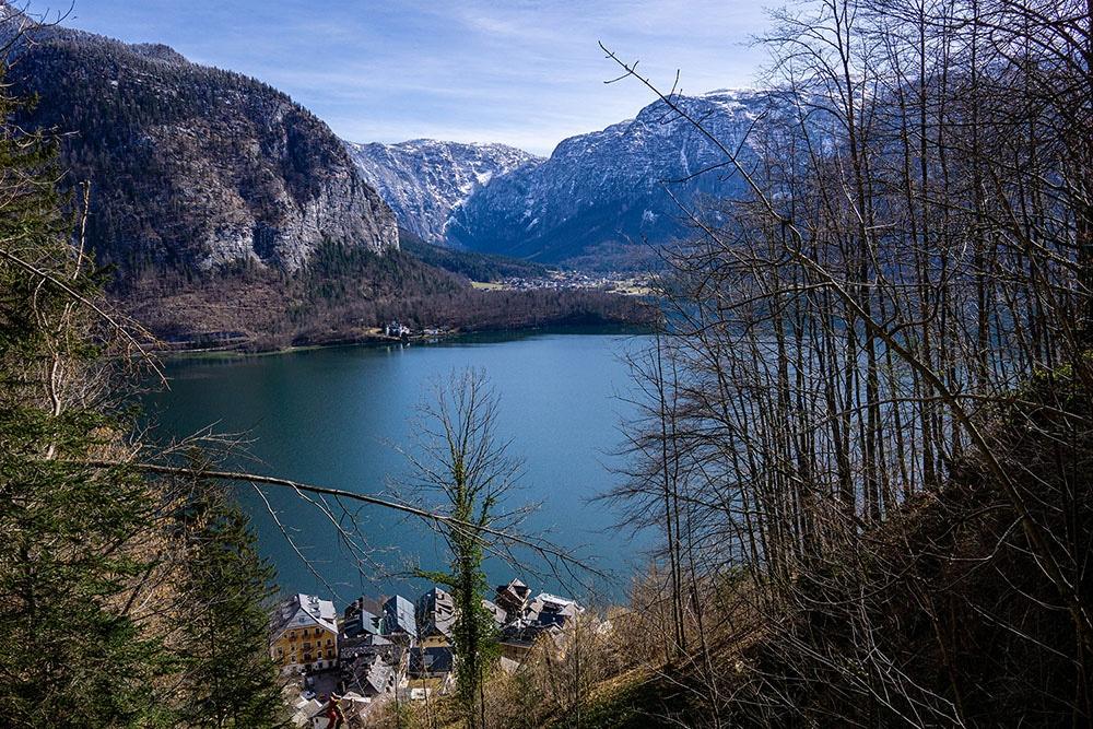 Ausblick vom Welterbeweg auf den Hallstätter See