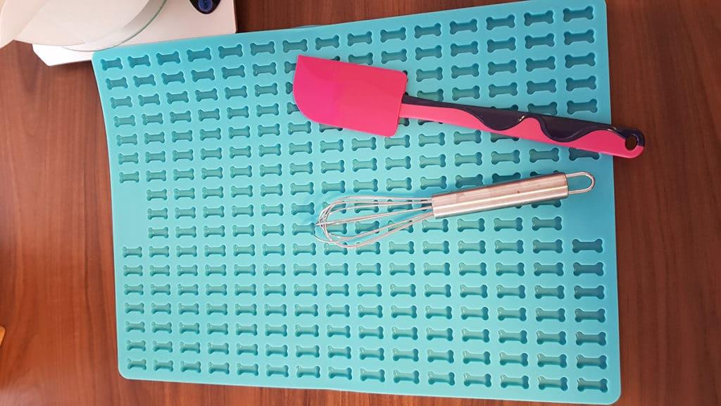 Backmatte in Knochenform
